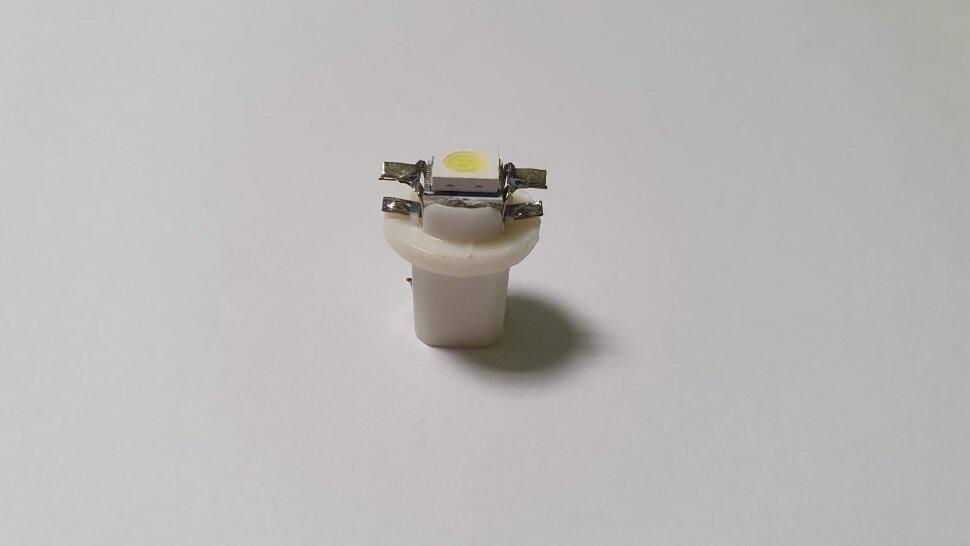 Лампочка 24V W1,2W B8,5d LED приборная