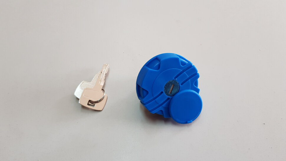 Крышка бака AdBlue D=40 пластик. с ключами и защитой