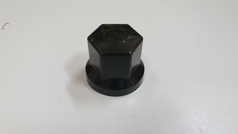 Колпачок гайки колеса 32мм пластиковый черный